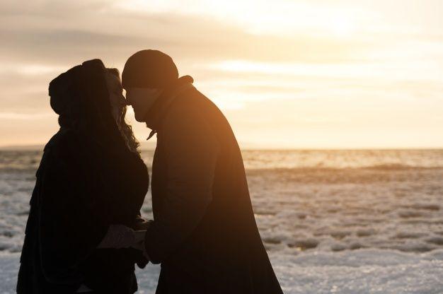 Lade Romantisches Altes Paar Am Strand kostenlos herunter
