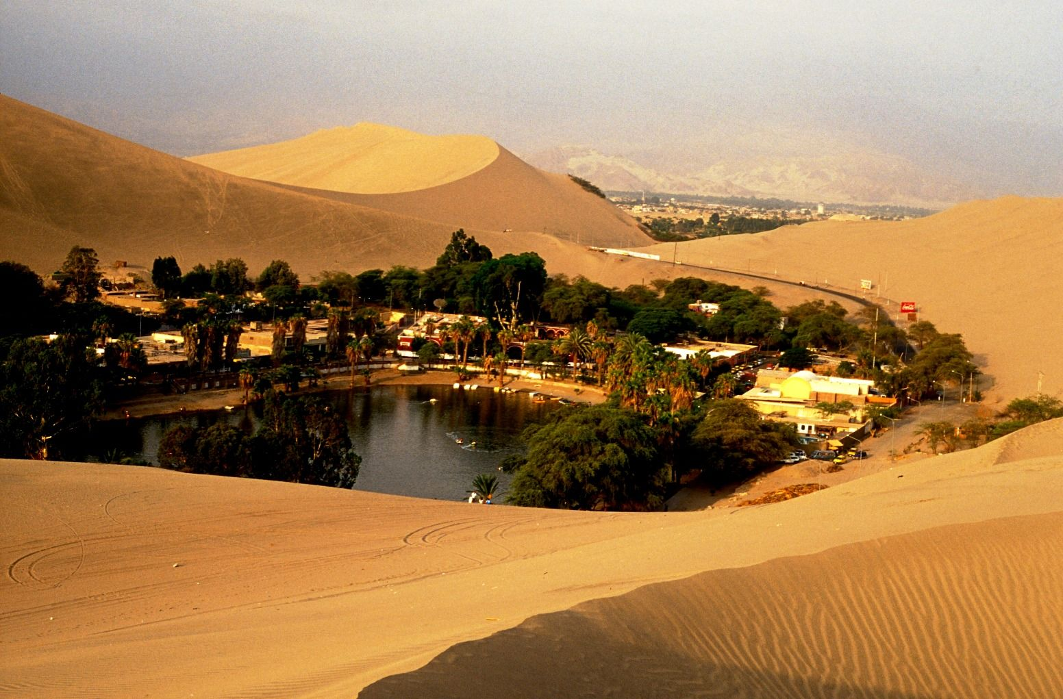 Souvenir stands in Huacachina - Picture of Viajes Paracas, Ica ...
