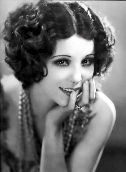 Vintage curls i wear mine off center but might consider right 1920s hair urmus Gallery