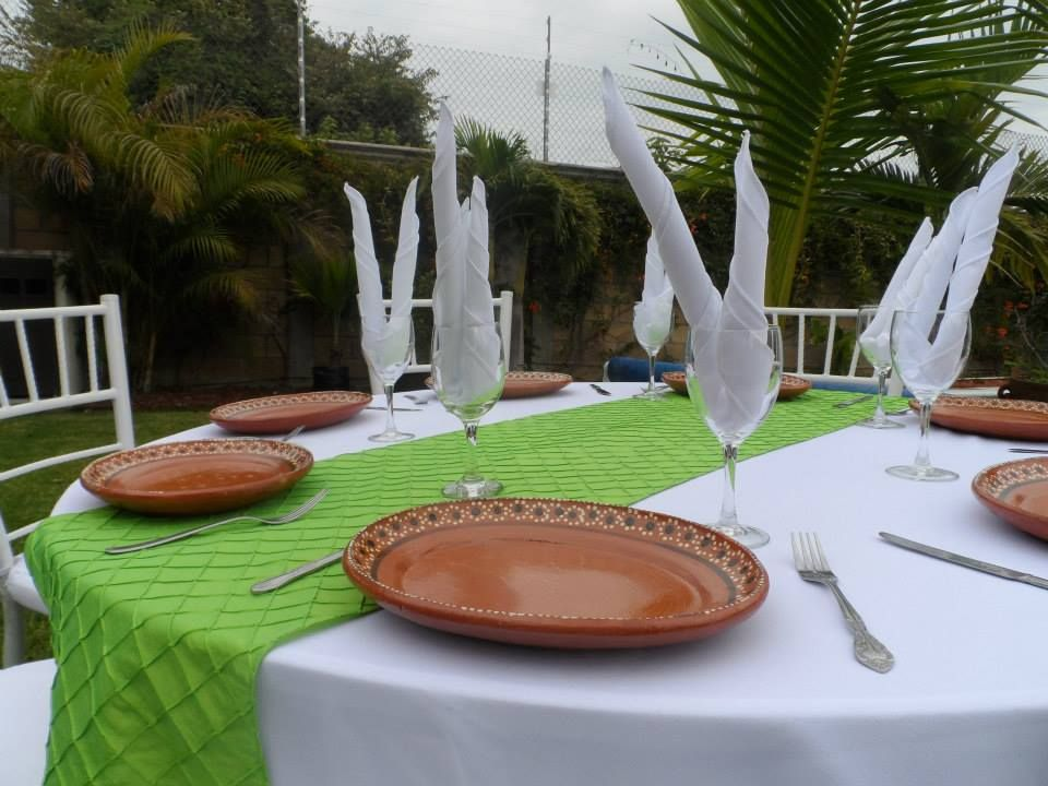 Camino verde - platos de barro - montajes -fiesta- eventos - montajes Marban Banquetes  777 2897753