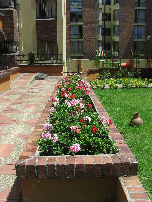 Jardinera con hiedra de flor dise o de exterior - Jardineras de exterior ...