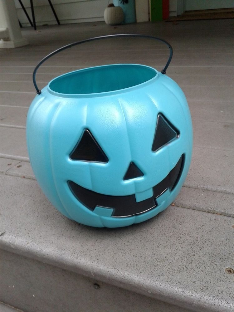 Diy Pumpkin Pail Light Covers Diy Holiday Decor Pail Light Front Porch Decorating