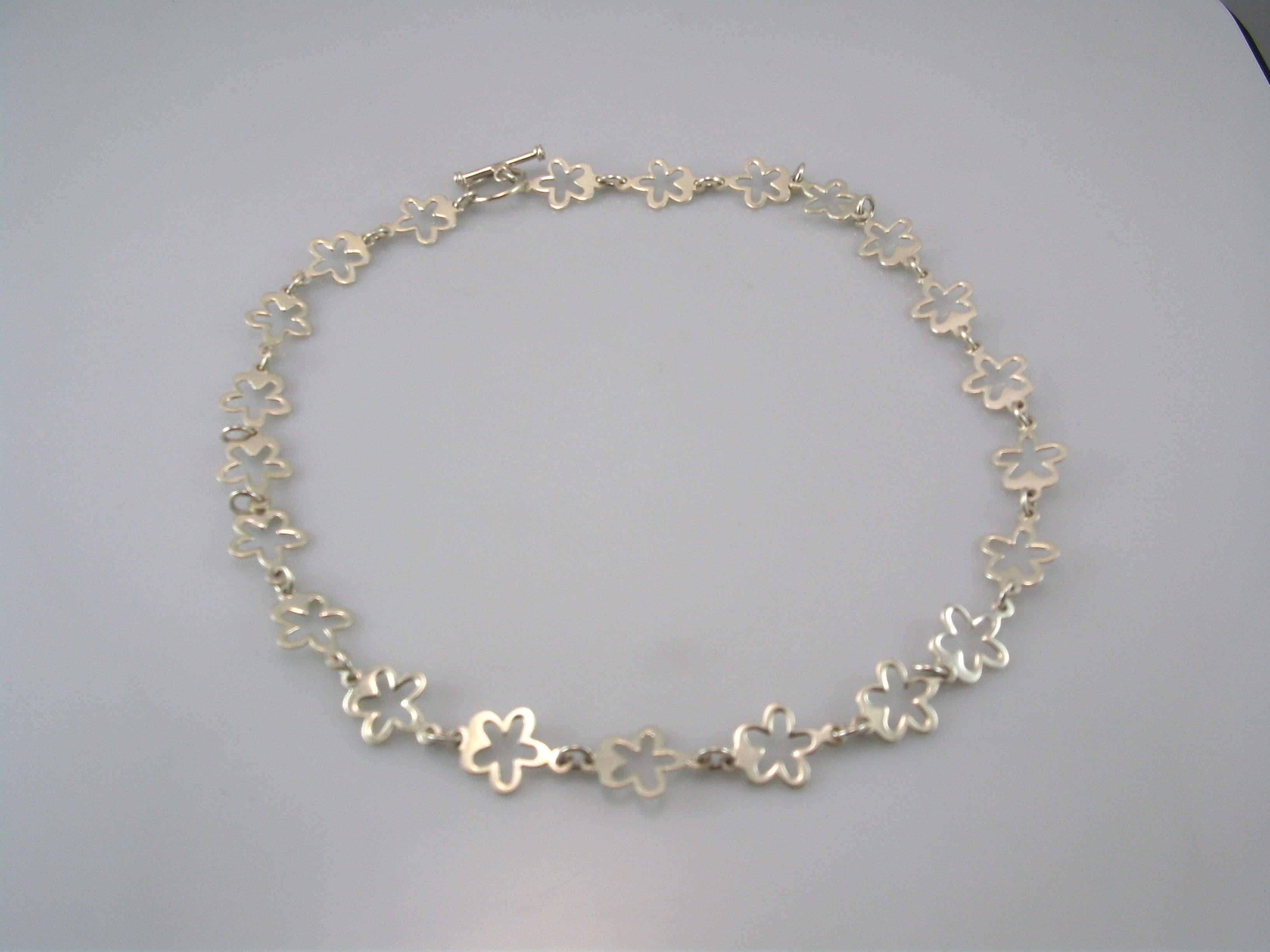 f78c85c0581a Gargantilla de flores en Plata lisa | Joyeria de plata. Es un ...