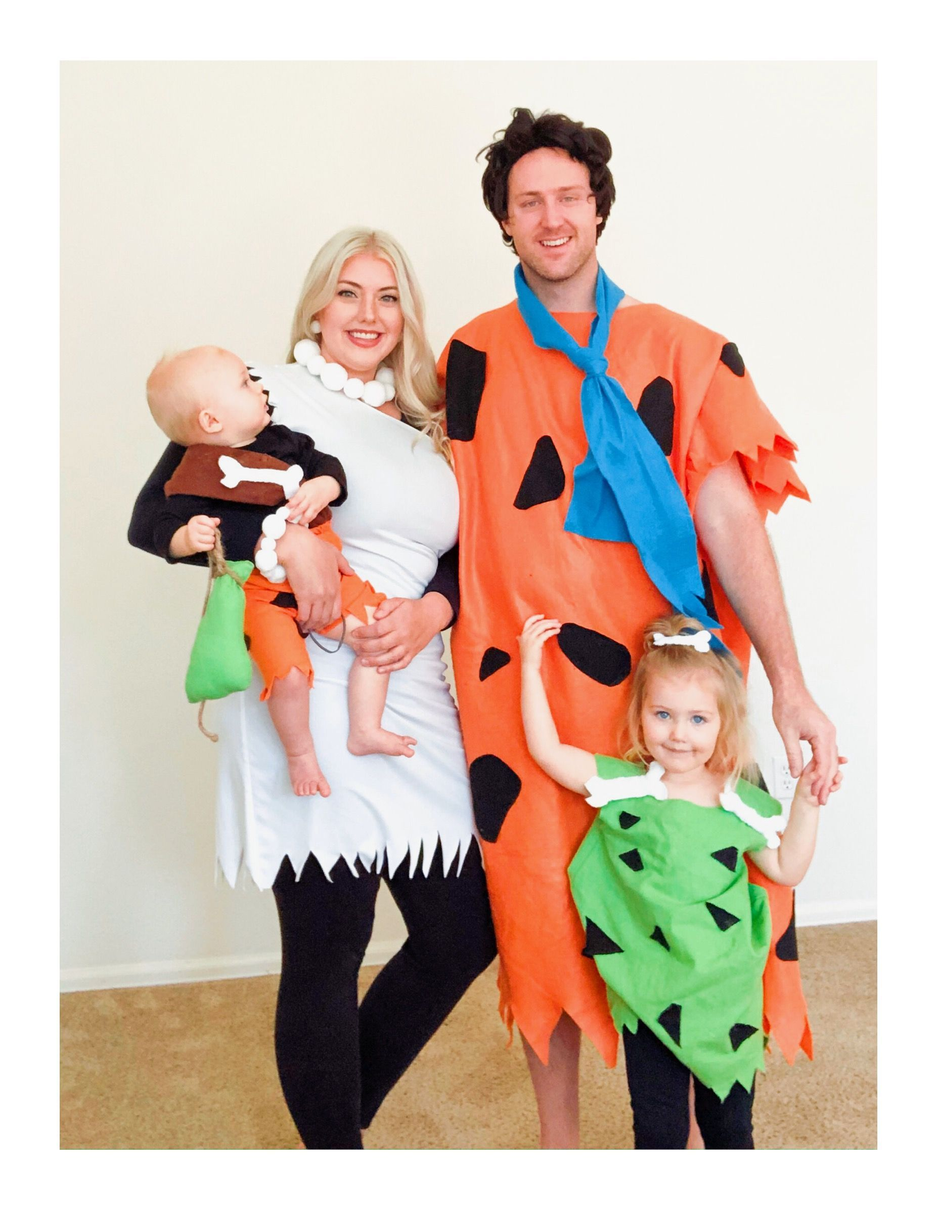 Flintstone costumes-family costumes -pebbles costume-bam bam costume #pebblesandbambamcostumes Handmade costumes Halloween #pebblescostume
