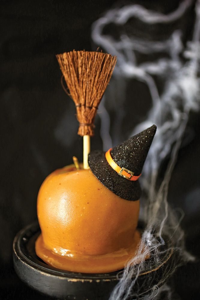 She's Melting Caramel Apples: Here's a great way to decorate store-bought or homemade caramel apples. Click through for the recipe. #OrangeTuesday #OrangeList From @sandrashm