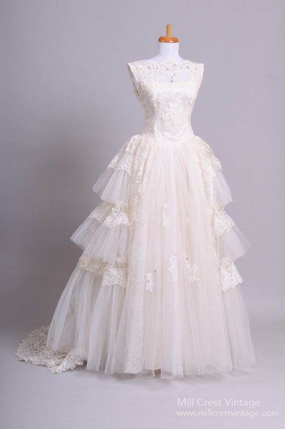 1950's full three tiered vintage wedding gown | novias | pinterest