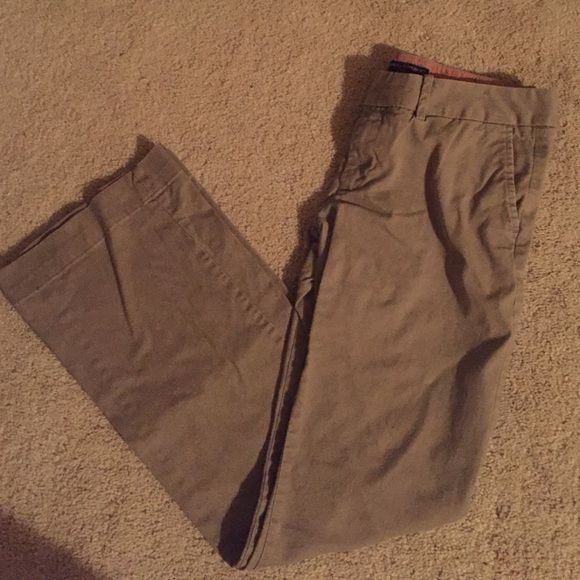 Banana Republic Trousers Size 6 Grey khakis banana republic Ryan fit size 6. Have been worn. No rip stains or tears. Banana Republic Pants Boot Cut & Flare