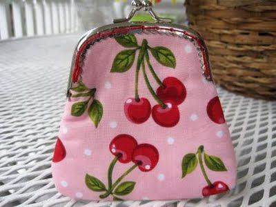 http://sweetbeebuzzings.blogspot.com/2011/08/sew-in-purse-frame-tutorial.html