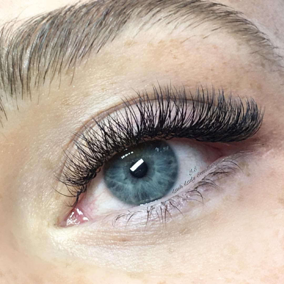 Beautiful natural look 23D Russian Volume Eyelash