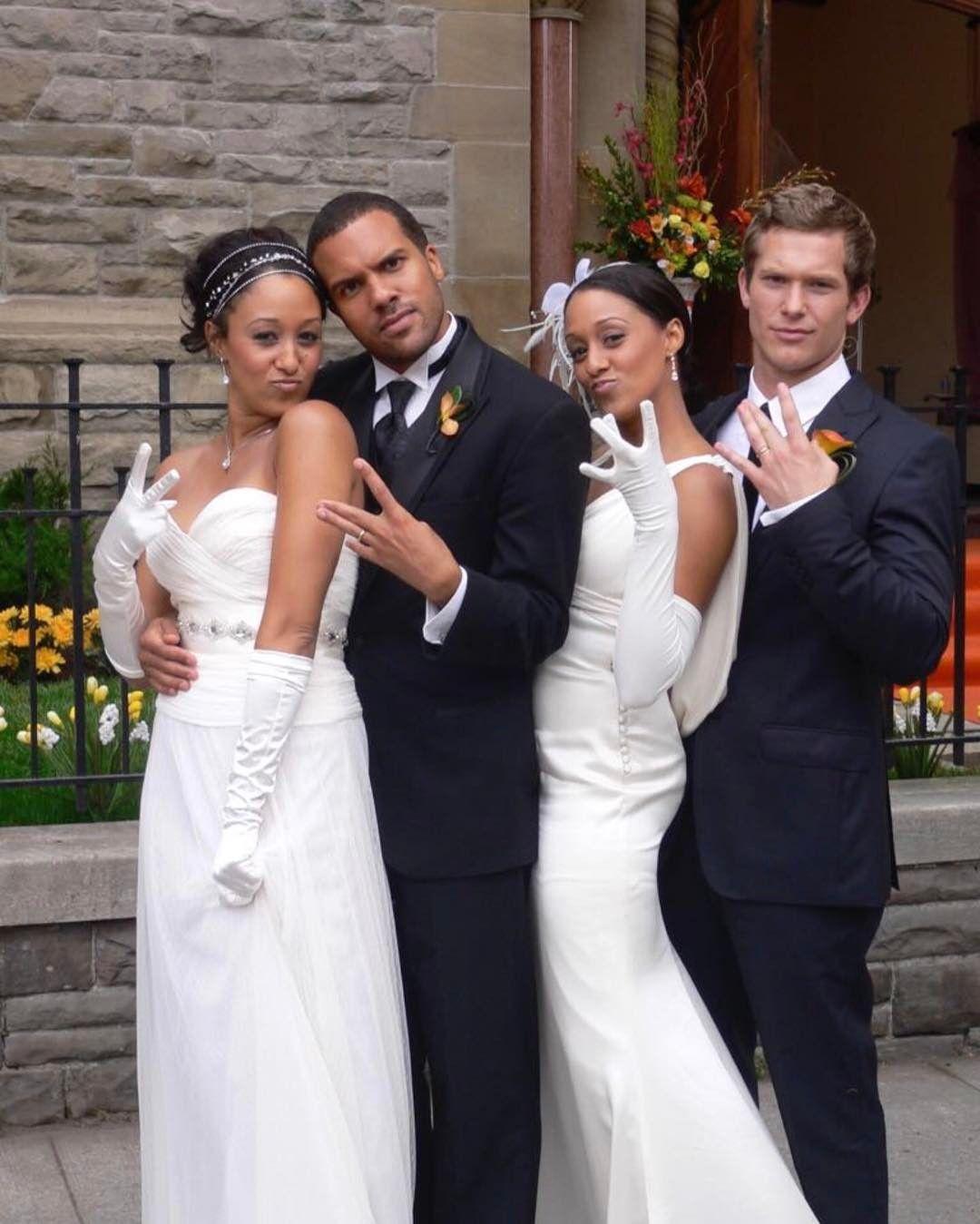 Tia And Tamera Mowry Sister Sister Twins Double Wedding Celebrity Weddings Groom And Groomsmen Attire