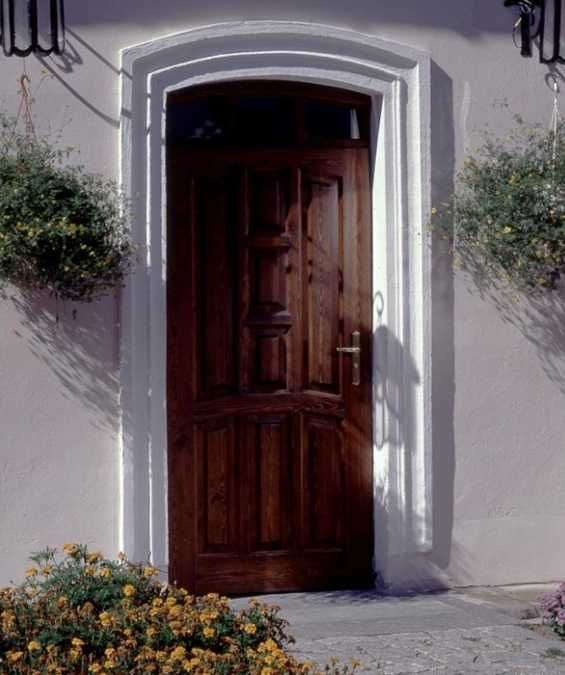 Exterior wood door decorating with paint to personalize house design and feng shui homes door for Feng shui exterior house colors