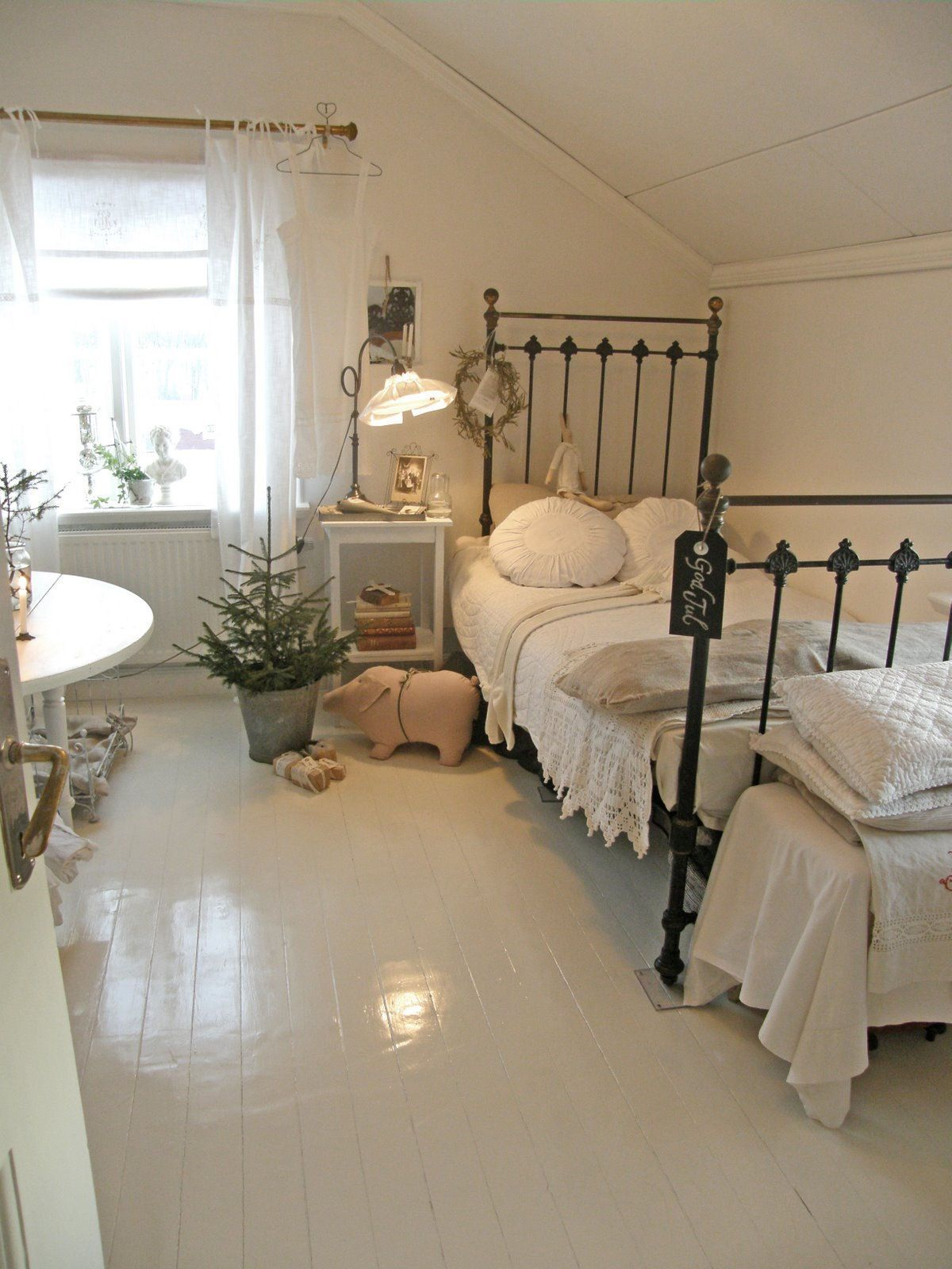 Swedish Bedrooms blog: lantlif { paint the iron bed white and you have perfection