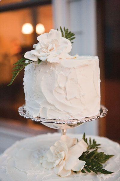 vintage wedding cake.. simple but so cute