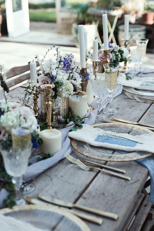 Kornblumenblau und Gold Hochzeit Dekor / / Winter Hochzeit Inspiration im Sennowe Park Norfolk mit Kornblumenblau und Gold Details mit Bildern von Salsabil Morrison Photography   – Work
