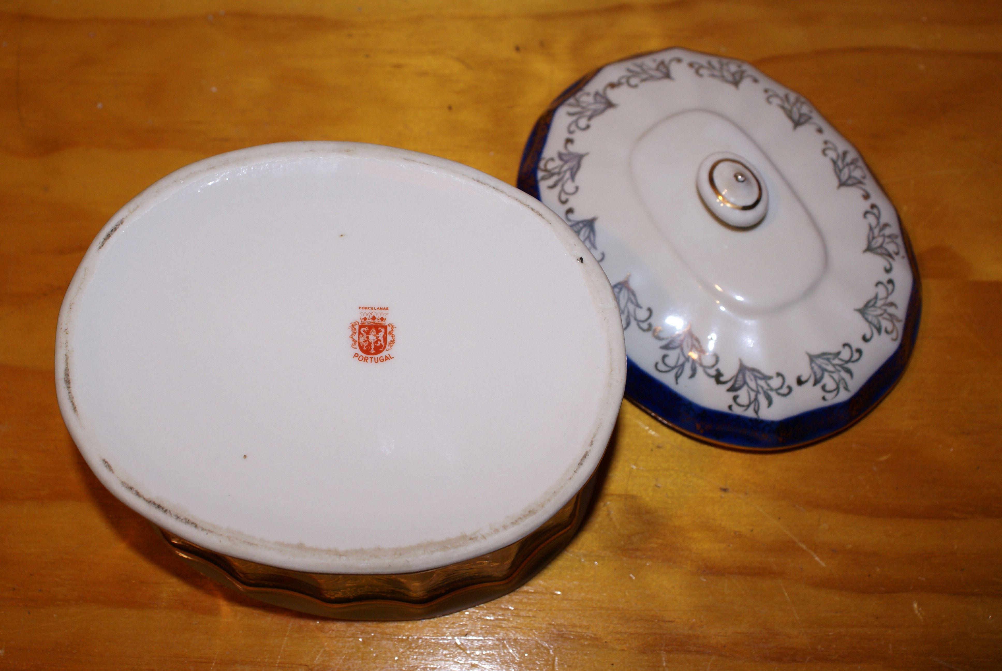 """8.008 Caixa de porcelana """"Porcelanas Portugal"""". Dimensões: 14x10x12cm. 15,00€"""