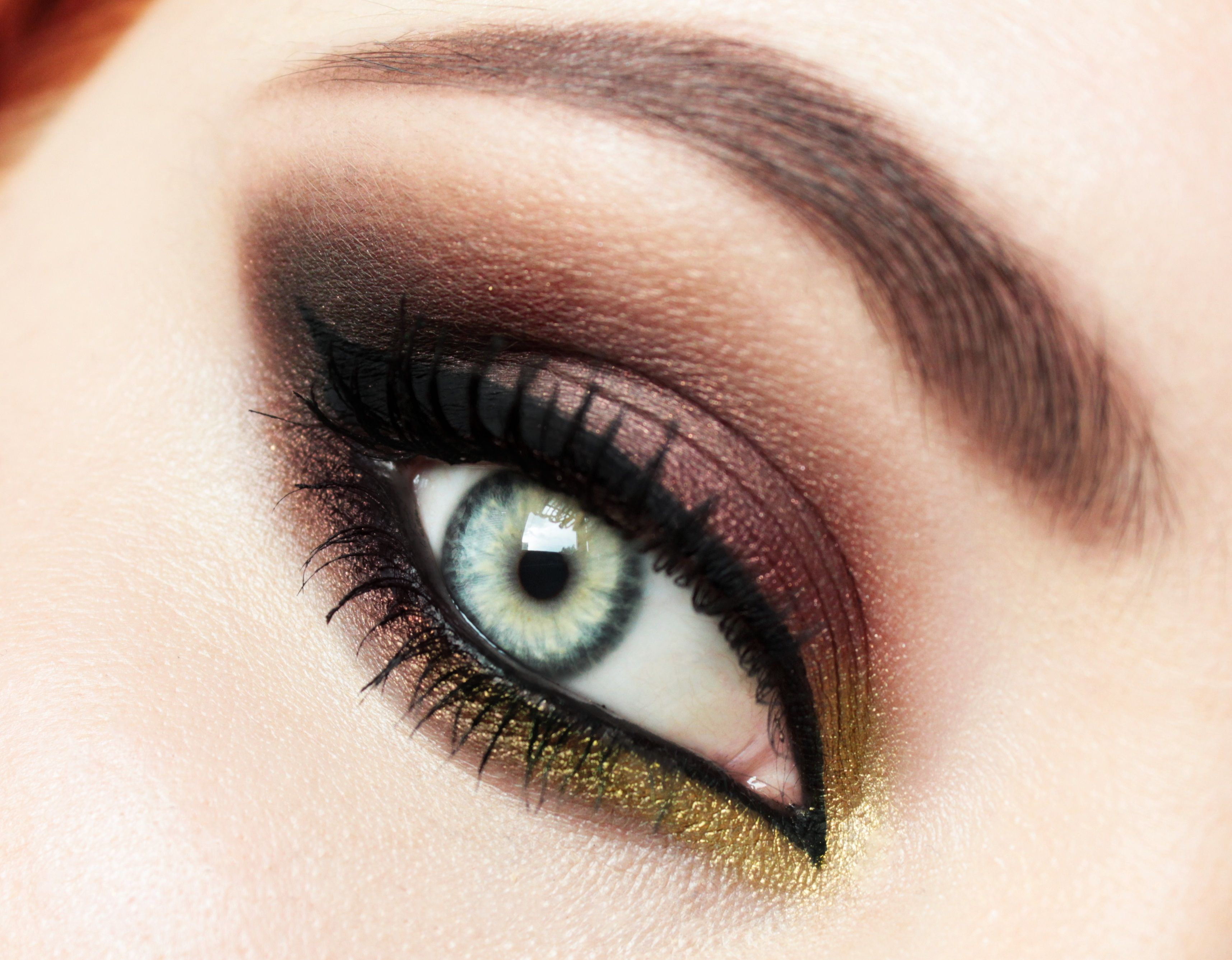 Dramatic But Very Elegant Smokey Eye Mainly Made With Mug Loose Pigments Blitz All Over The Lid And Liquid Go Makeup Geek Asian Eye Makeup Eyeshadow Makeup