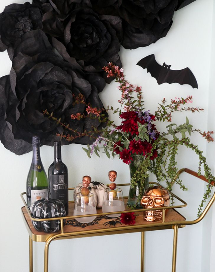 11 Surprisingly Chic Halloween Décor Ideas Pinterest Chic - halloween decorations for the office