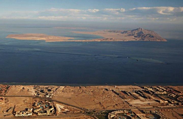 تيران وصنافير الصورة ملتقطة من منتحع شرم الشيخ Egypt Saudi Arabia Sea Island