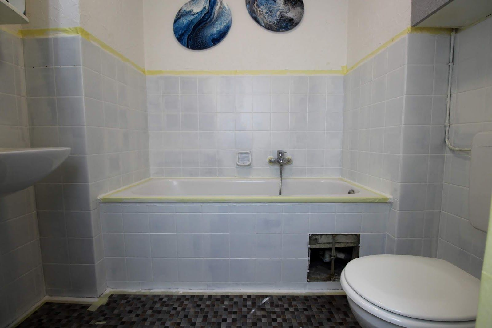 Diy Badezimmer Streichen Und Renovieren Mit Fliesenfarbe Badezimmer Streichen Badezimmer Badezimmer Komplett
