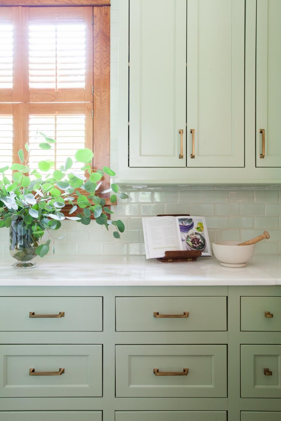 Pale Green Paint For Kitchen