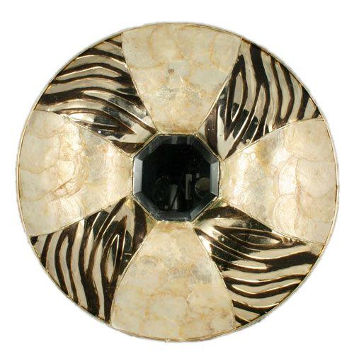 Espejo de línea moderna realizado en concha y metal. Tamaño aprox: 43 cm - See more at: http://www.princesslarashop.com/tienda.php?dir=100&pg=2#sthash.Is0nq9Q5.dpuf