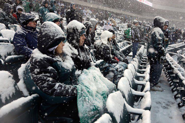 NFL Players Plow Through Snowy Football Fields Detroit