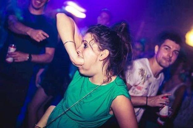 Promocionando habilidades en la discoteca...