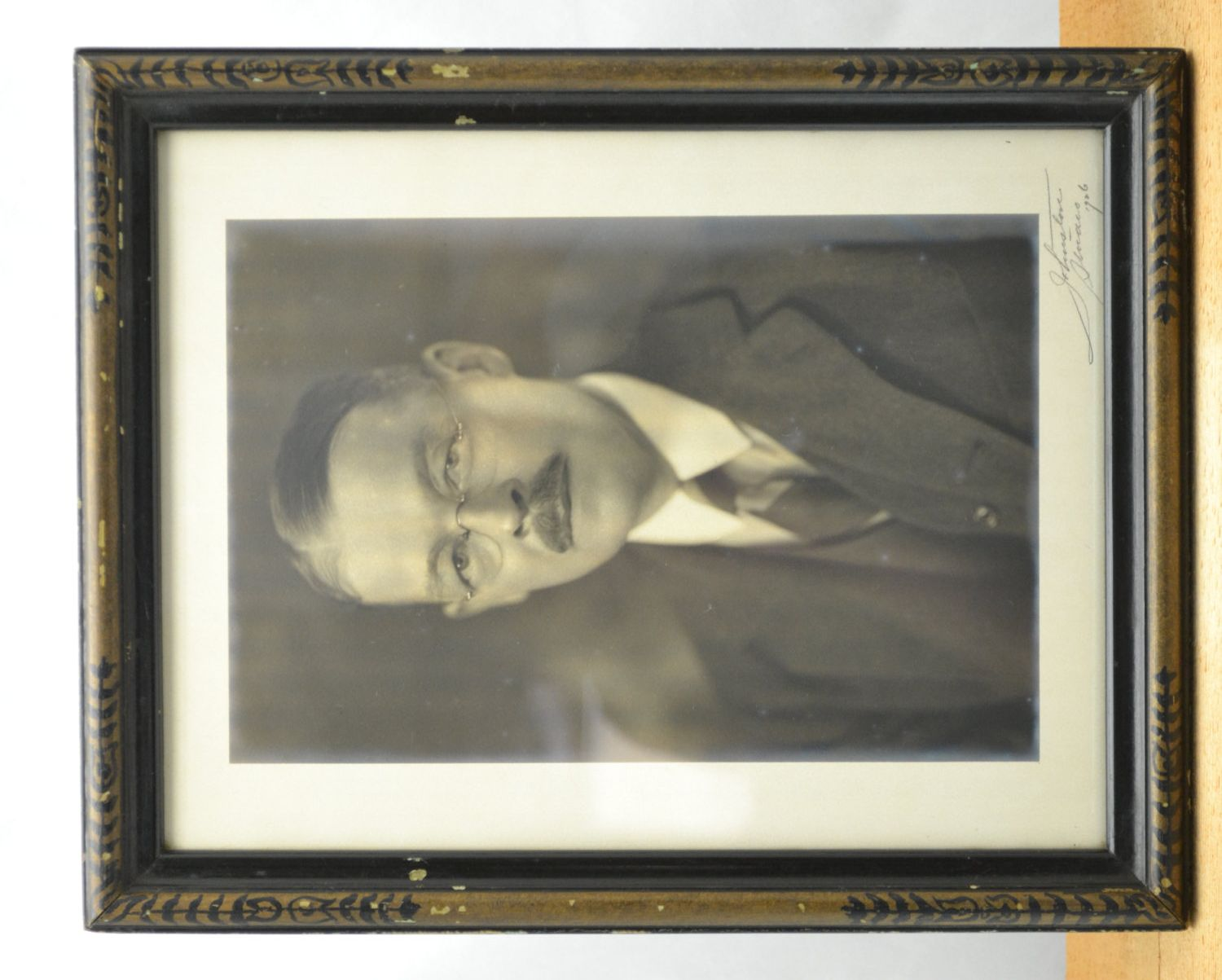 Vintage Signed 1920's Photograph of a Distinguished Man with Spectacles and Mustache, Framed by Joseph Horne Co., Antique, Glasses, Wood
