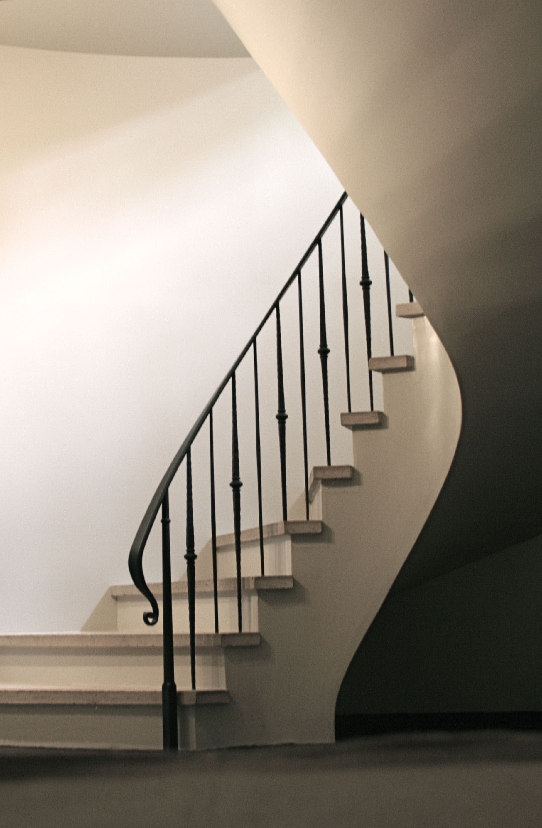 Superior Split Level Stair Railing Ideas Only On Interioropedia Com With Images Iron Stair Railing Stair Railing Design Wrought Iron Stair Railing