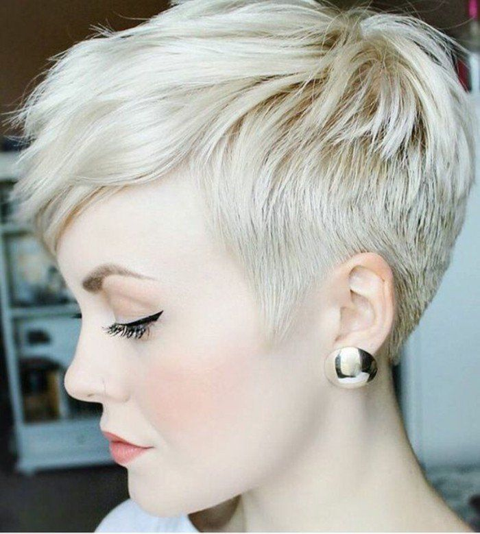 Coupe Courte Femme Blonde Platine