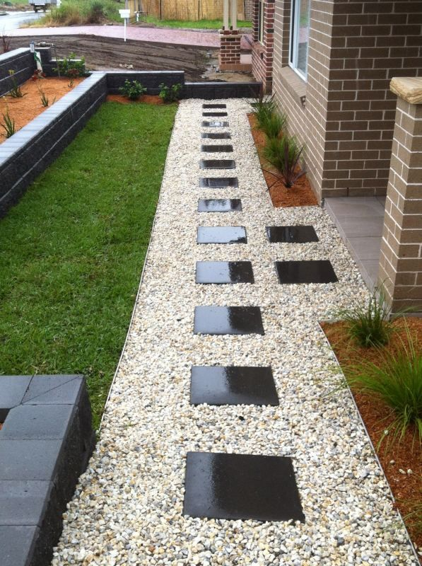 Enchanting Small Garden Landscape Ideas With Stepping Walk: White Pebbles With Stepping Stones