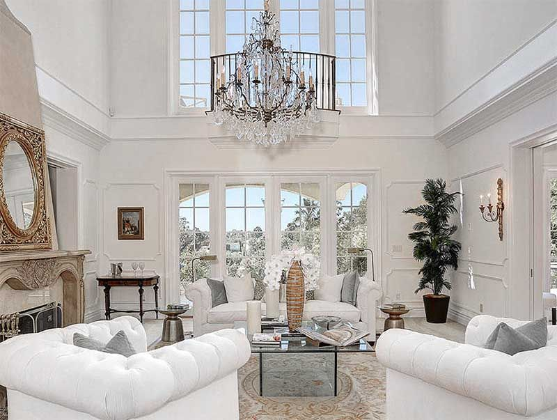 Modern French Living Room Design White Walls With White Tufted Sofa And Linen Gray Pillows Upholstered Ottoman White Hollywood Regen House Garden Decor