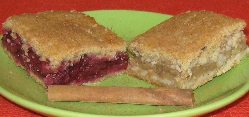 Recept za Hrono lenja pita sa jabukama i višnjama.