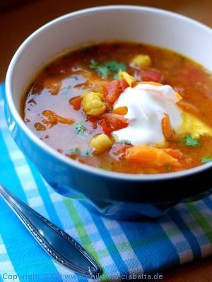 Chili und Ciabatta: Kichererbsen-Curry-Suppe mit Tomaten