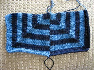 A phototutorial of how to knit mitred squares together -- anything would beat sewing...