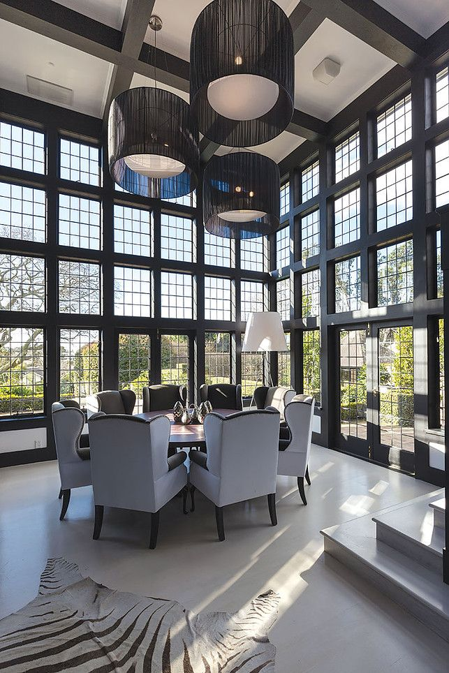 Luxury Dining room high ceiling modern round table ...