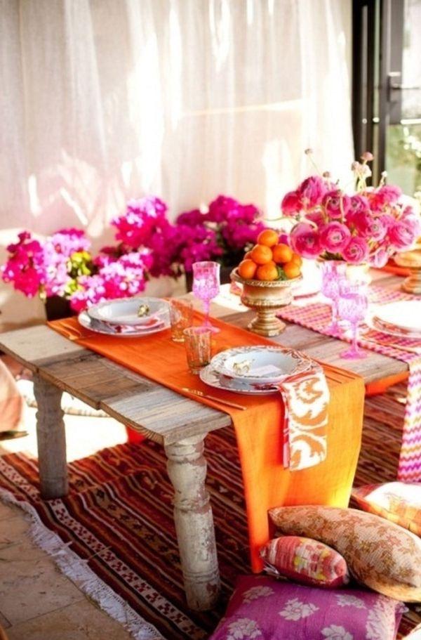 Tisch Modern Gestalten Viele Blumen In Grellen Farben Und Orange