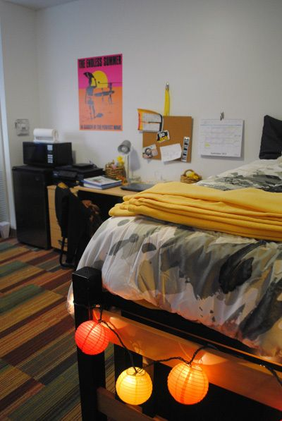 Small Space Spotlight Whitney Garcia At Asu Downtown S Taylor Place Dorm Style Dorm Room Dorm Room Posters