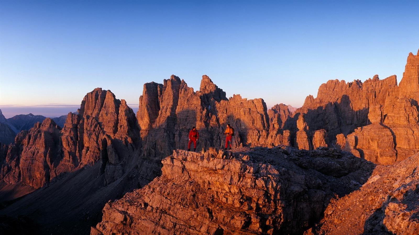 Il Parco Naturale delle Dolomiti Friulane è situato sulle catene montuose racchiuse tra i corsi dei fiumi Tagliamento e Piave e le sue vette dolomitiche sono patrimonio dell'UNESCO