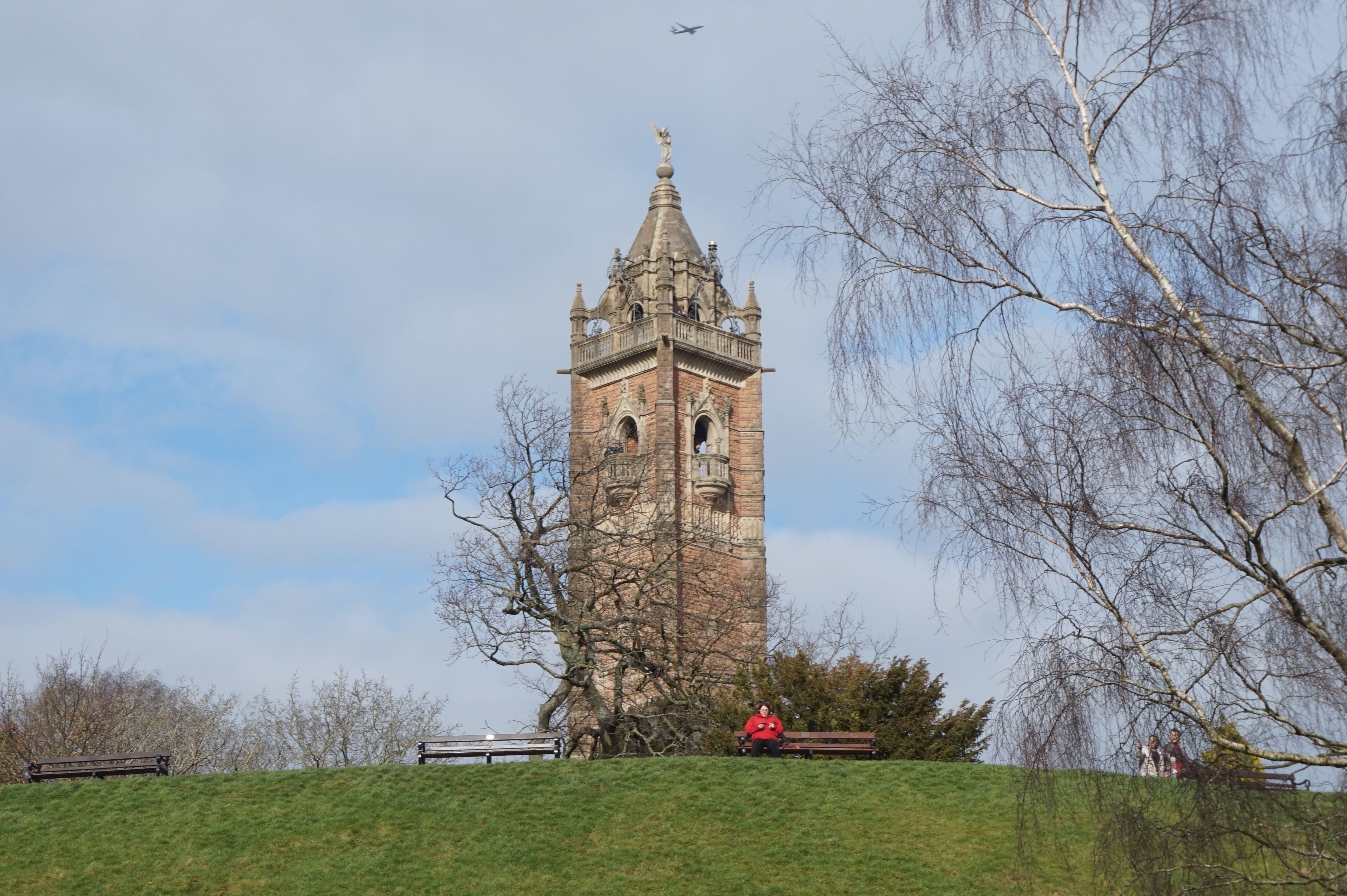 Hoog bovenop Brandon Hill (het oudste park van Bristol) staat de Cabot Tower. Deze 32 meter hoge toren is gebouwd in 1897.