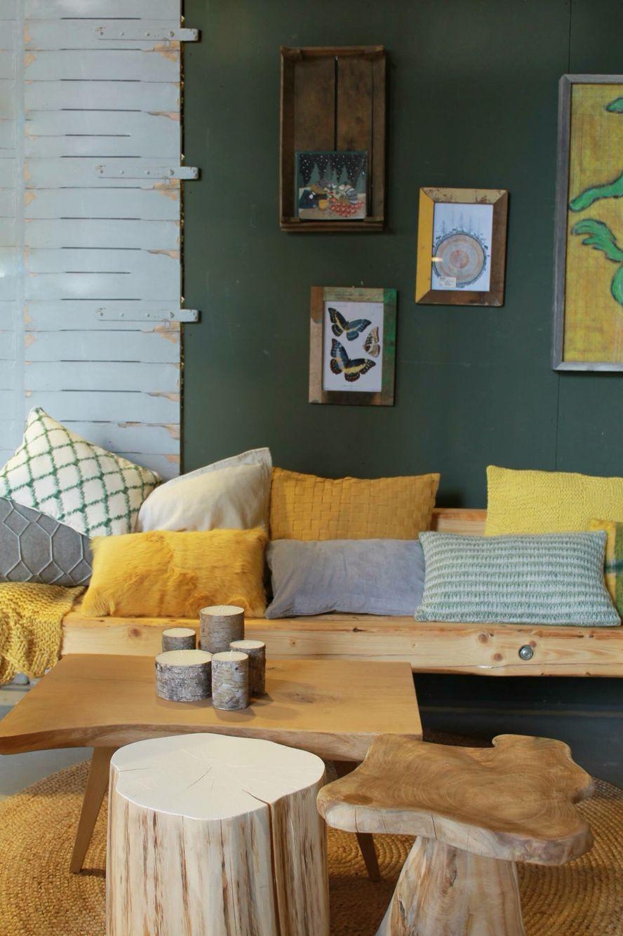 Donkergroen staat ook mooi bij oker | Woonkamer | Pinterest - Geel ...