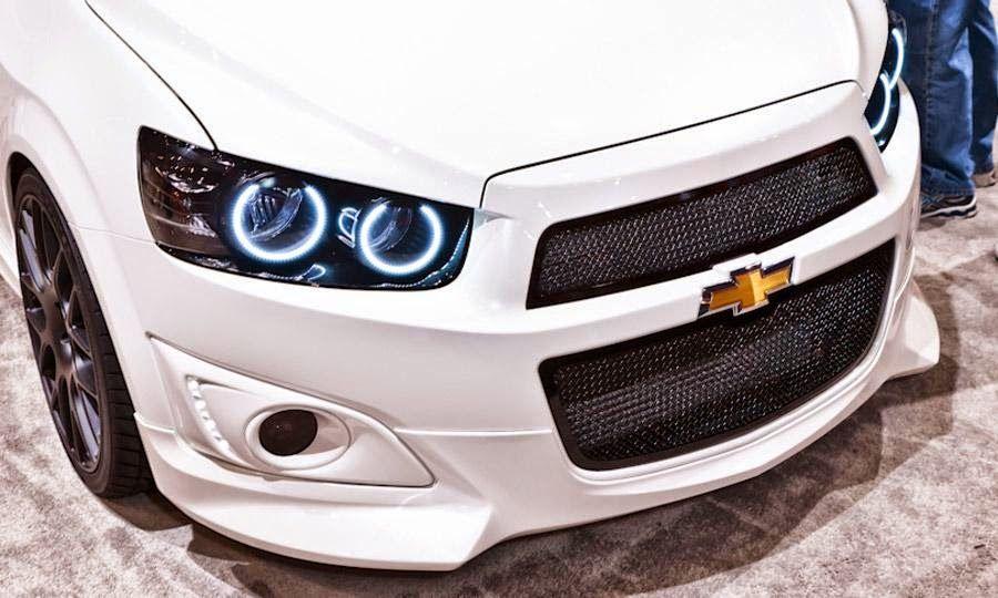 Sonic được xem là mẫu xe thay thế Chevrolet Aveo. Tuy nhiên, các thông số của xe hầu hết đều lớn hơn so với mẫu xe Aveo và tương đương với các mẫu sedan phân khúc B như Toyota Vios, Honda City, Ford Fiesta, thông tin chi tiết tại chuyên trang mua bán oto http://muabanxechevrolet.blogspot.com/2014/04/chevrolet-sonic-en-viet-nam-vao-thang-6.html