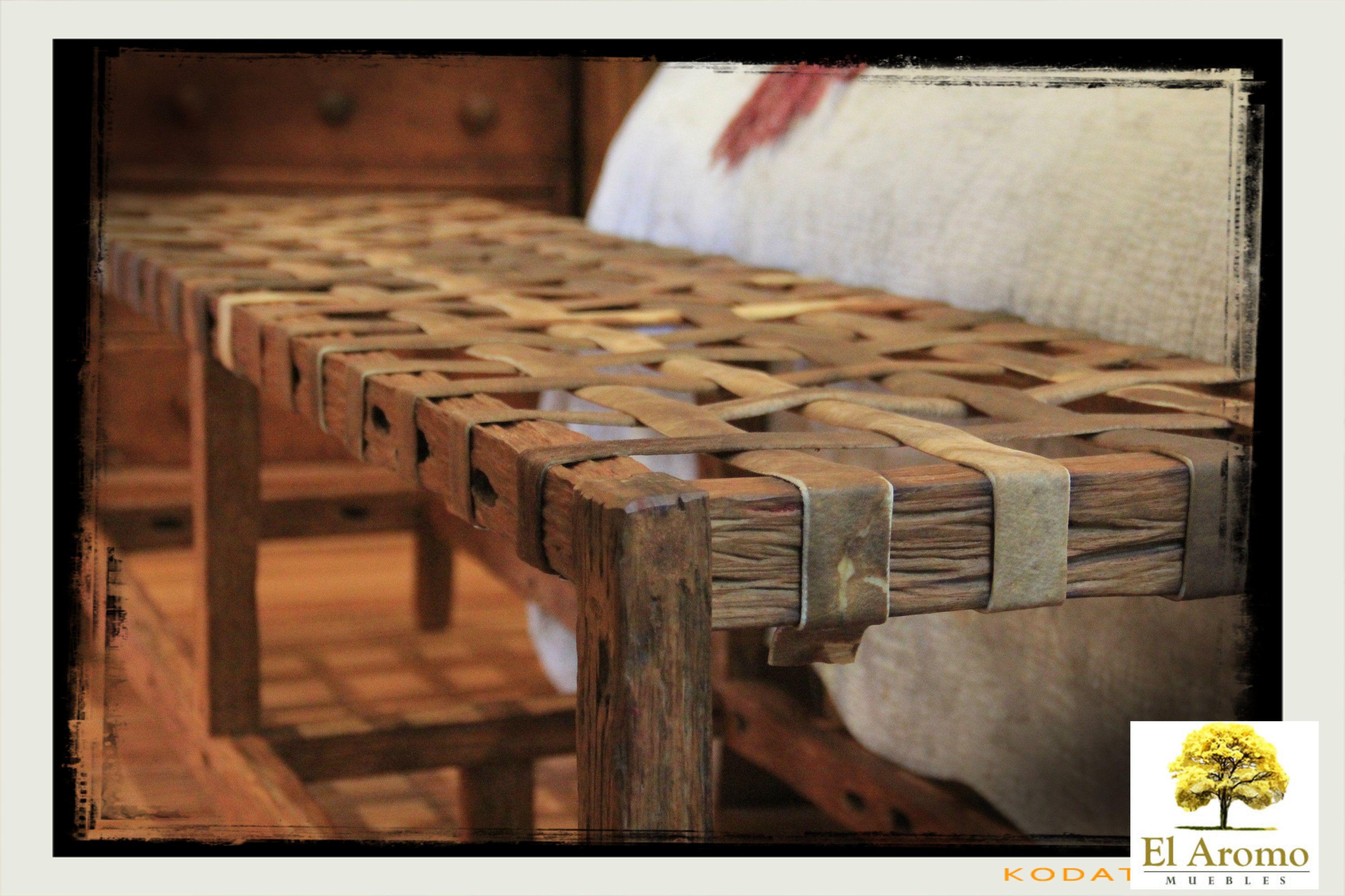 Pie de cama banqueta de madera r stica y tientos de - Sillones que se hacen cama ...