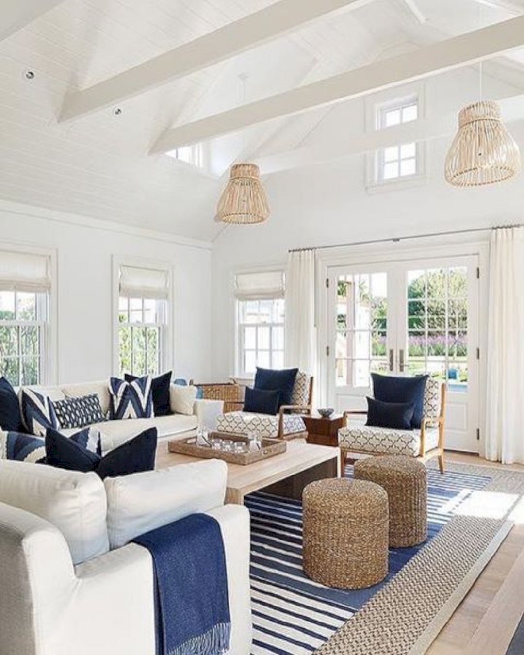 15 Decorating Ideas For A Chic Family Room Coastal Decorating Living Room Coastal Living Rooms Rugs In Living Room