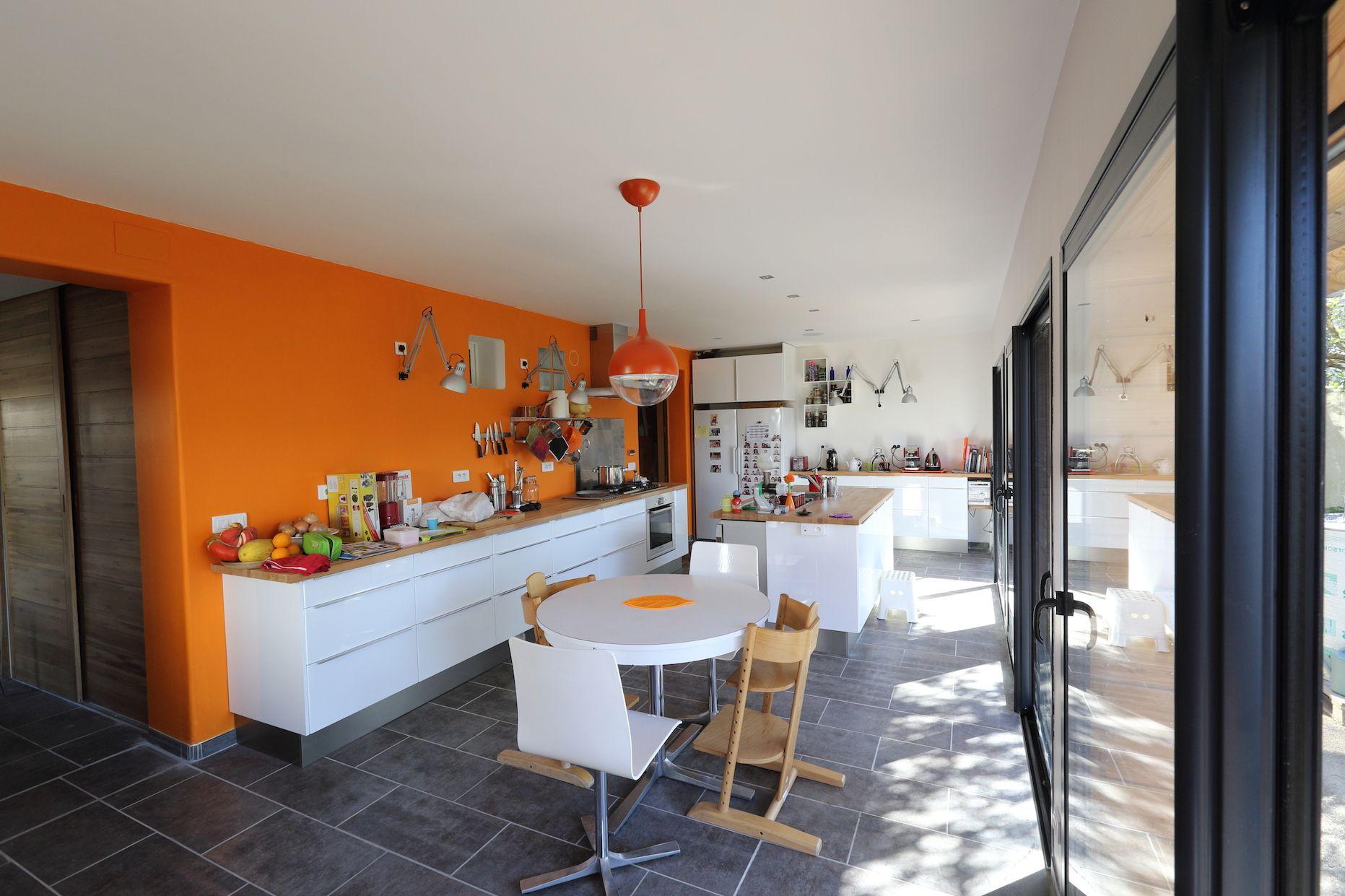 CUISINE ORANGE ET BLANCHE  Cuisine orange, Déco maison, Cuisine