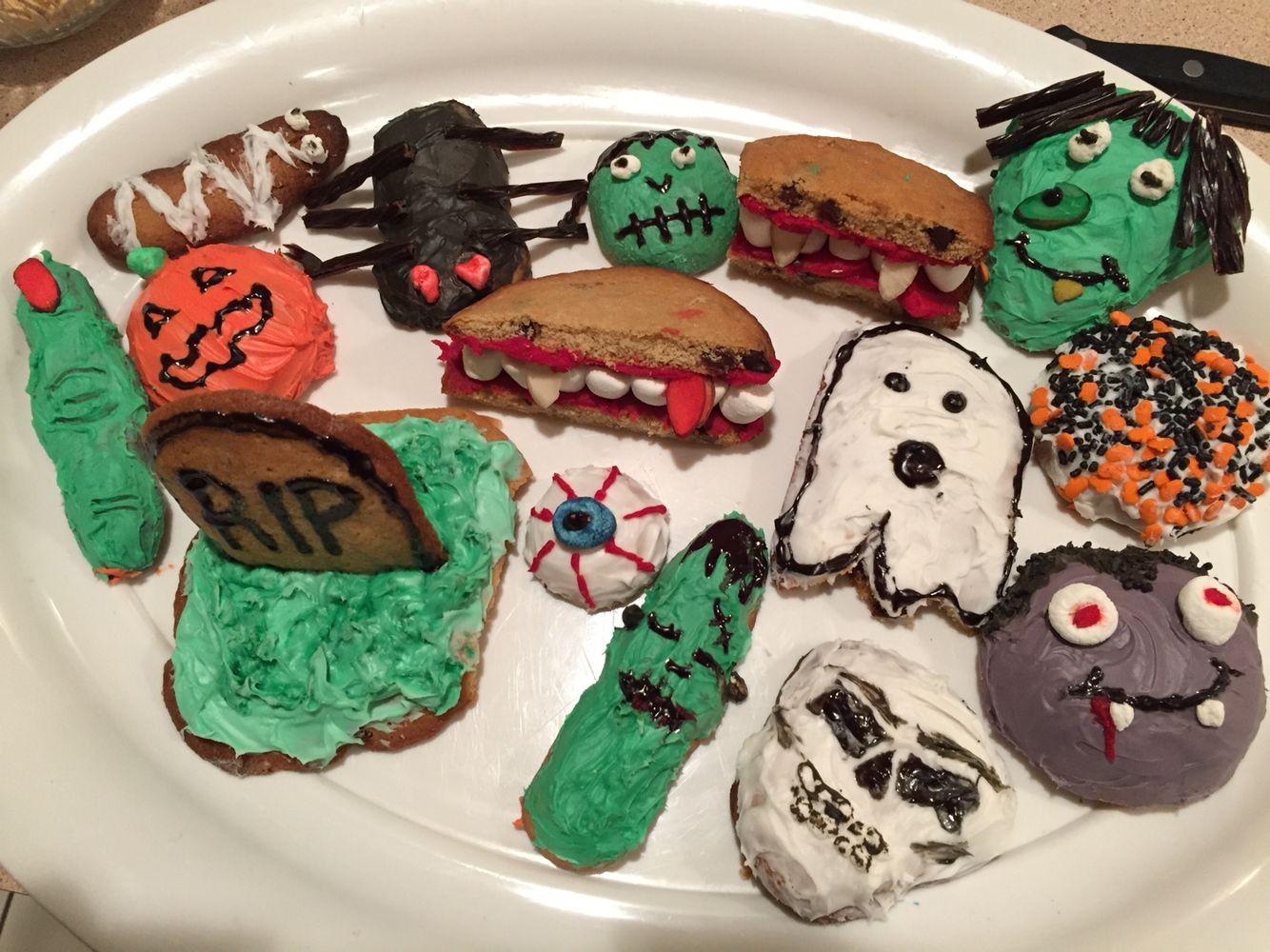 Halloween-themed cookies ) Halloween Pinterest - Halloween Decorated Cookies
