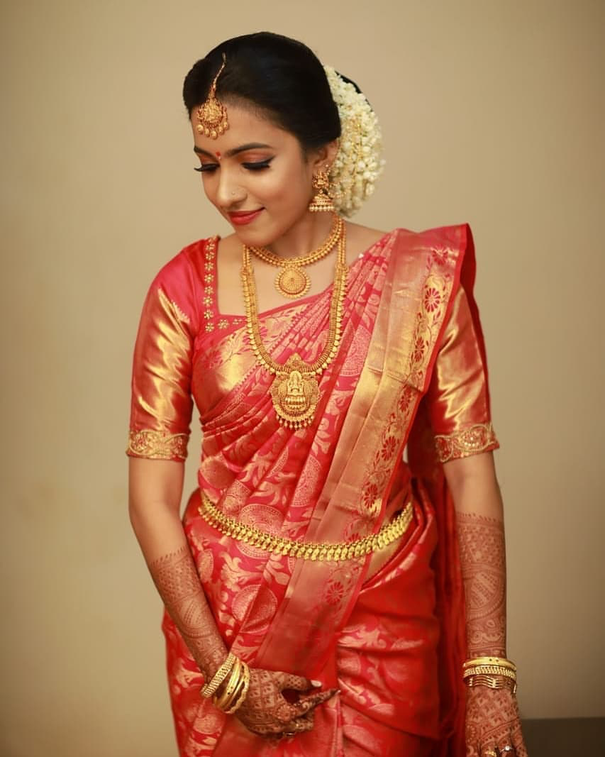 "Photo of KERALA BRIDES on Instagram: ""Bride : Aarathi . . . . . . . To get featured send your 💒wedding or Engagement photos to 📬ourbridalbeauty@gmail.com 📬 . . . .  #bridals…"""