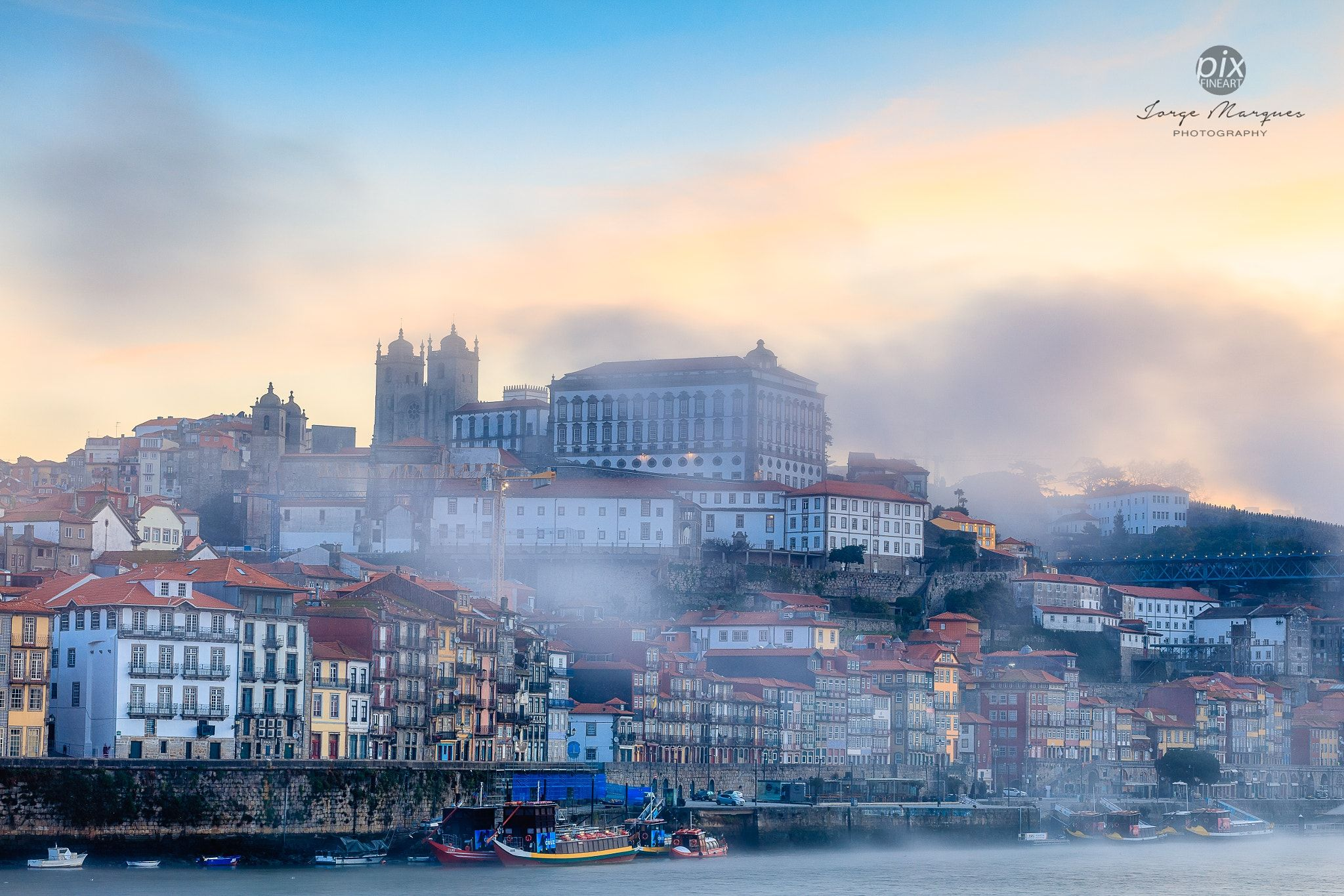 CIT0030 - Never has the choice of the winning city been so unanimous among travellers from all other the world. It is with the votes of worldwide travellers from 174 countries that Porto wins this European title again for the third time (2012, 2014, 2017).