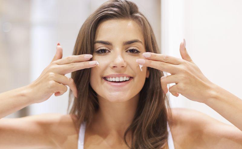Quer fazer uma limpeza de pele caseira simples e eficaz? Confira nossas dicas e aprenda receitas de como fazer limpeza de pele em casa.