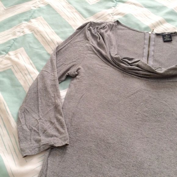 Three Quarter Sleeve Gray Top I love the fit of this light shirt, especially the neckline. The zipper in the back is also a nice detail. It is gently used, but shows no noticeable wear. Please ask any questions. Offers welcome! Willi Smith Tops